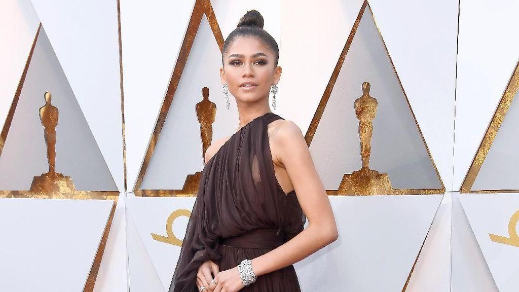 Bintang Spiderman Zendaya Berbagi Tips Hadapi Komentar Negatif