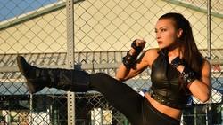 Lauren Pappas adalah seorang DJ yang juga pegiat olahraga. Memiliki Fit DJ, olahraga-olahraga ini rutin dilakukannya untuk menjaga tubuh tetap fit dan kekar.