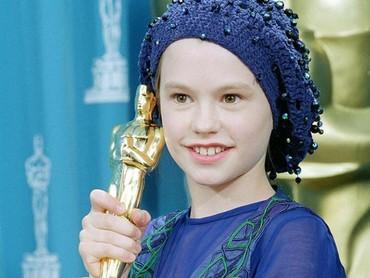Meski tak punya pengalaman profesional dalam akting, Anna Paquin yang berusia 11 tahun berhasil memenangkan piala Oscar. (Foto: Instagram @missannapaquin)