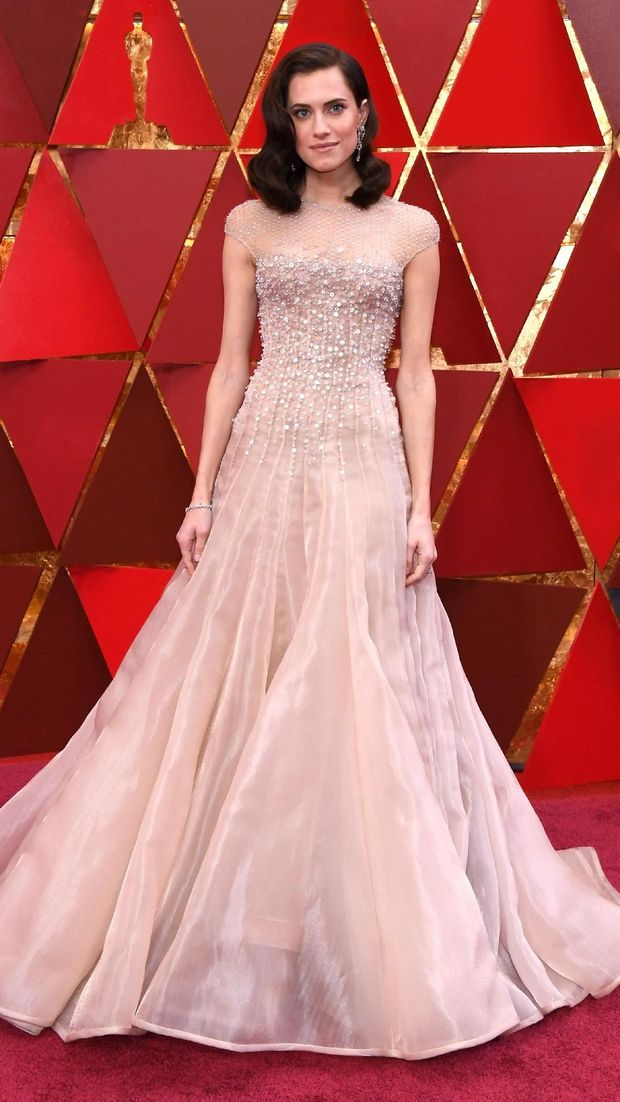 Aktris Allison Williams tiba di red carpet Oscars 2018.