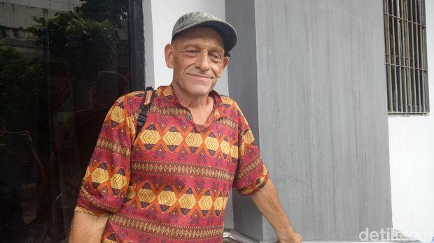 Ian saat akan meninggalkan Imigrasi Jakarta Pusat.