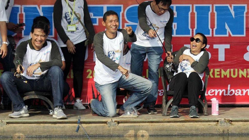 Intip Keseruan Menteri BUMN Rini Soemarno Mancing Yuk!