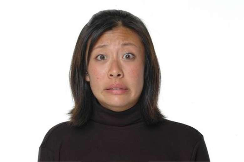 Tebak menurut kamu apakah wanita ini malu, takut, sedih, atau terkejut? (Foto: greatergood.berkeley.edu)