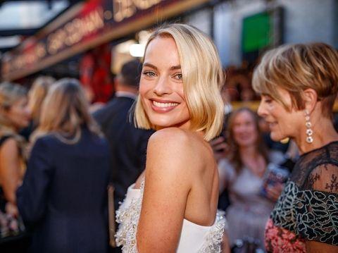 Terkenal Punya Kulit Berkilau, Ini Perawatan Pagi-Malam Margot Robbie