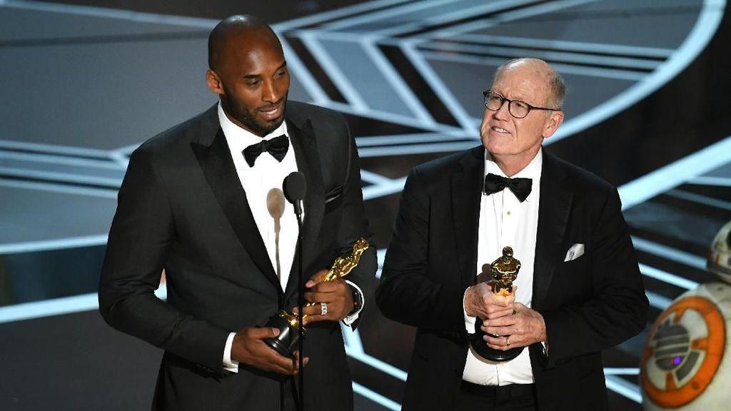 Kobe Bryant Raih Oscar!
