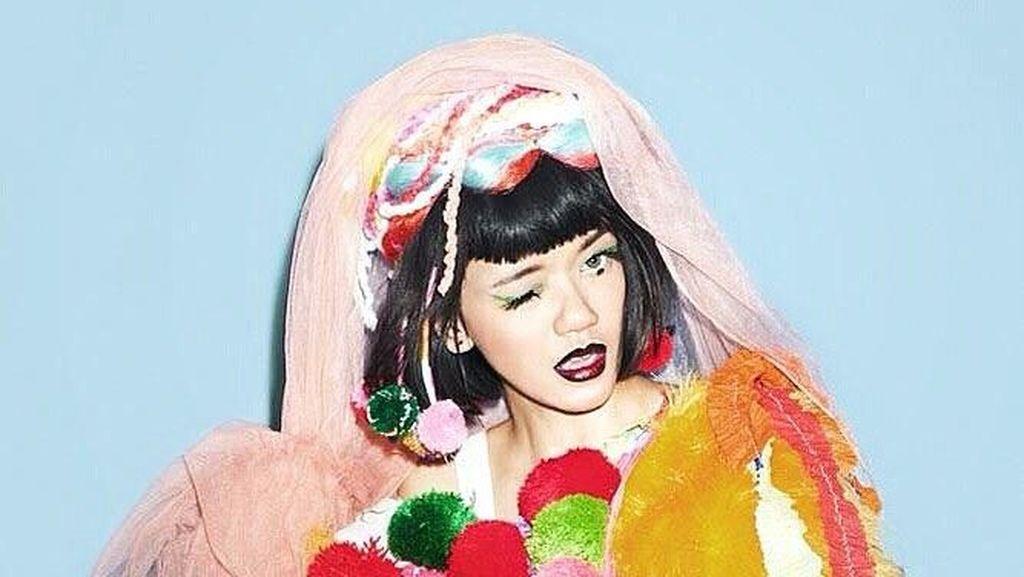 Foto: Gaya Nyentrik Dylan Sada, Model Indonesia yang Curhat Dipukuli Kekasih