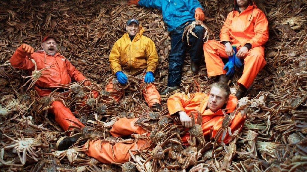 Ketika Nelayan Mempertaruhkan Nyawa Demi Mencari Kepiting Raja Alaska