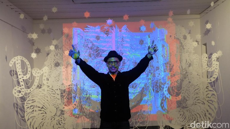 Rudy Atjeh, Seniman Aceh yang Berkarya dengan Seni Potong Kertas