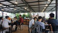 Goeboex Coffee: Segarnya Es Kopi Susu Kampung dan Dori Sambal Matah