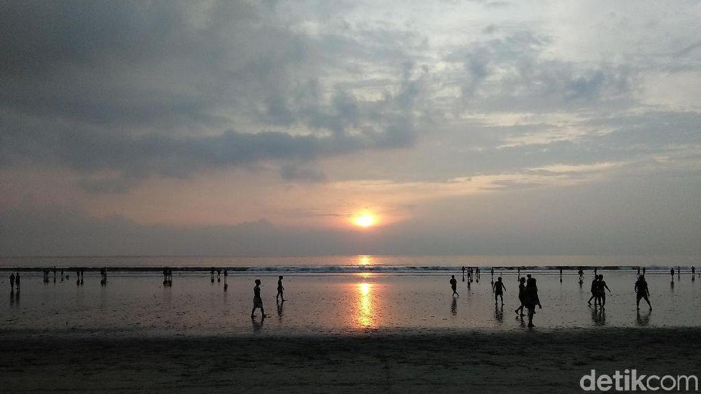 Sunset Cantik Pantai Kuta yang Jadi Idola
