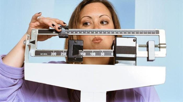 Kalori berlebih akibat kalap makan saat lebaran bisa memicu oporweight (Foto: Thinkstock)