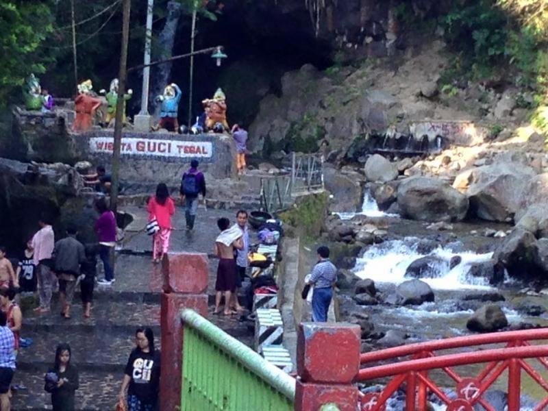 Pemandian air panas Guci, Tegal