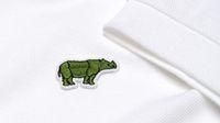 Logo buaya ikonik Lacoste berubah jadi badak jawa.