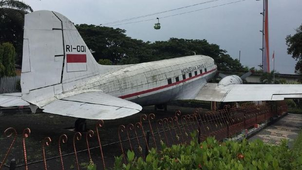 Kisah Kakek Sandang yang Ikut Patungan Beli Pesawat Pertama Indonesia