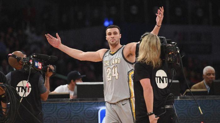 Larry Nance Jr tampil gemilang saat Cavs mengalahkan Pistons (Kevork Djansezian/Getty Images)