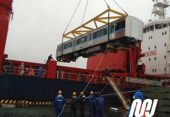 Dua set yang masing-masing terdiri dari 6 cars atau gerbong tersebut akan dikirimkan dari Pelabuhan Toyohashi di Jepang pada tanggal 7 Maret 2018 mendatang dan diperkirakan bakal tiba di Jakarta pada 26 Maret 2018. Pool/MRT Jakarta.