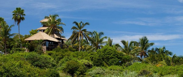 Pada tahun 1984, Branson membuka sebuah resort mewah di Necker Island. Inilah tempat yang biasa dikunjungi artis dunia (Virgin Group)