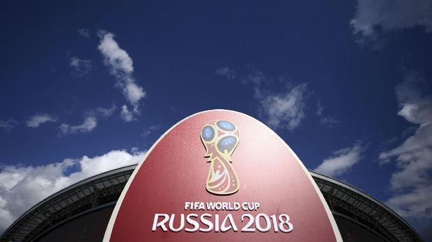 Para wasit elite FIFA mendapatkan bayaran tinggi selama bertugas di Piala Dunia 2018. (