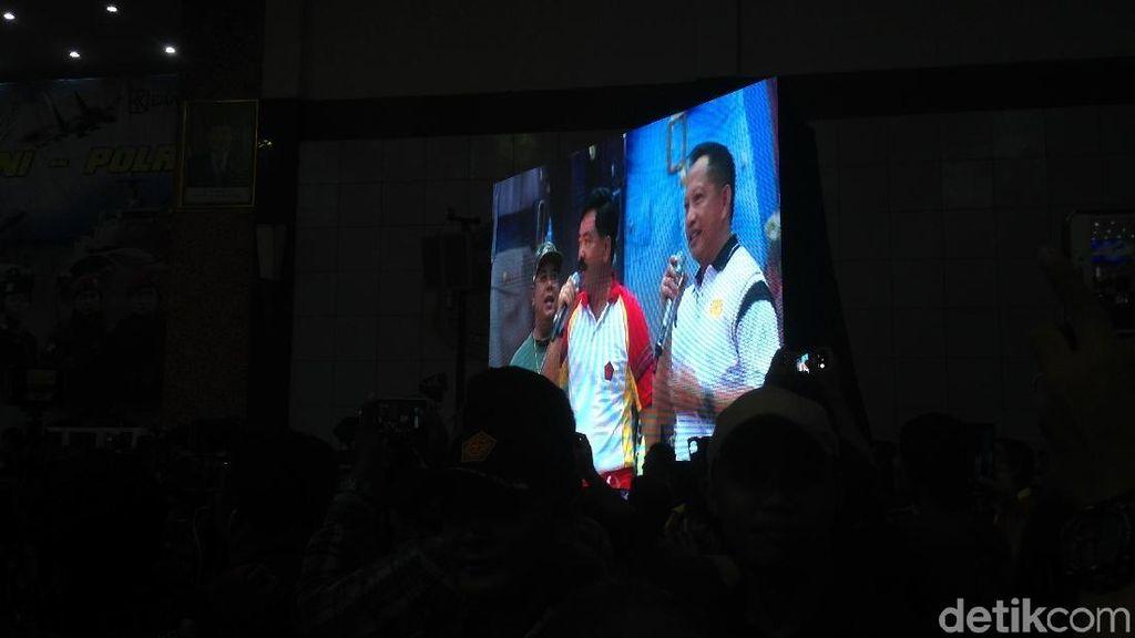 Kompak! Kapolri-Panglima Nyanyi di Mabes TNI