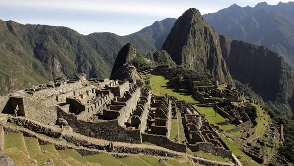 Namun pada hari Minggu (1/11) Machu Picchu dibuka kembali untuk turis sesuai protokol kesehatan. (CNN Travel)