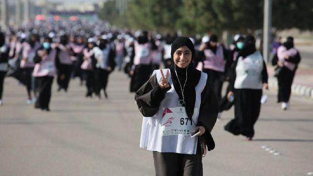 Viral, Ribuan Hijabers Lari Bareng di Arab
