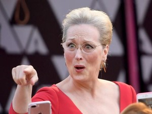 Pakai Gaun Merah di Oscars, Meryl Streep Mirip Ibu Peri dari Film Shrek