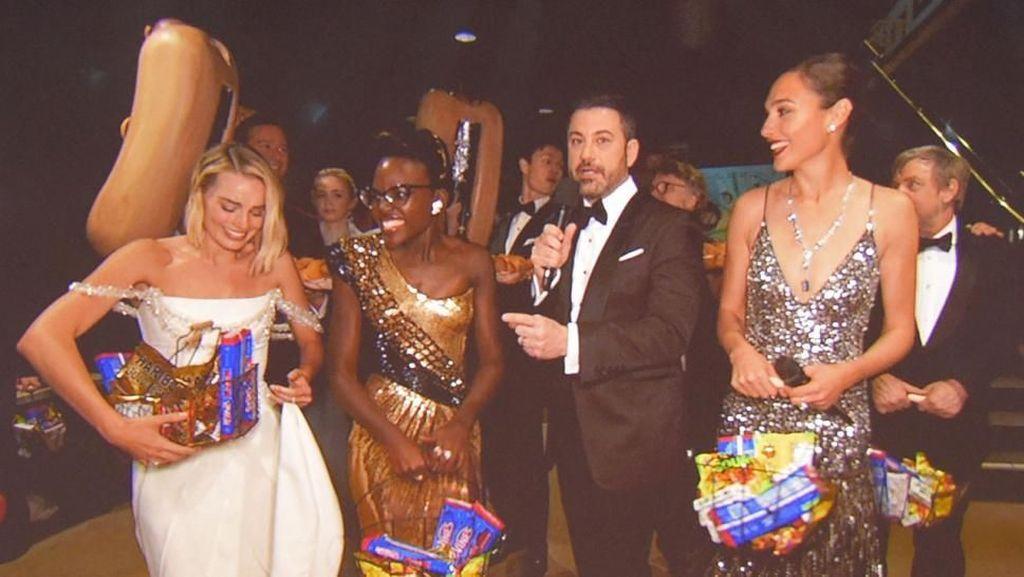 Jimmy Kimmel Beri Kejutan di  Oscar 2018 dengan Bagikan Camilan