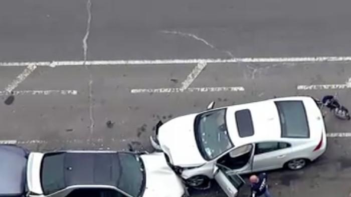 Kondisi mobil yang menabrak dan ditabrak di New York, AS (Foto: Dok. ABC News)