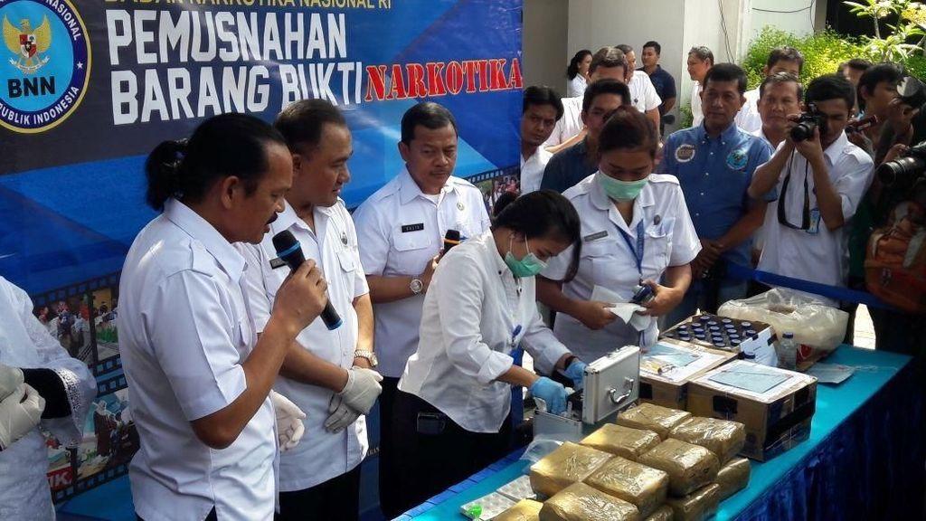 BNN Musnahkan 15 Kg Sabu dan Ekstasi Cair Diskotek MG