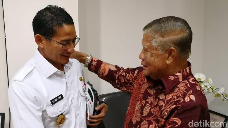 Bertemu Wagub DKI Era 1982, Sandi: Masalah Jakarta Dari Dulu Sama