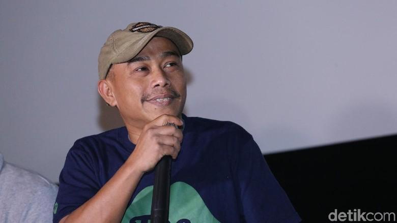 Benarkah Buku Terbaru Pidi Baiq Berjudul Puisi Cap Pistol Orang Tua? Foto: Hanif Hawari/ detikHOT