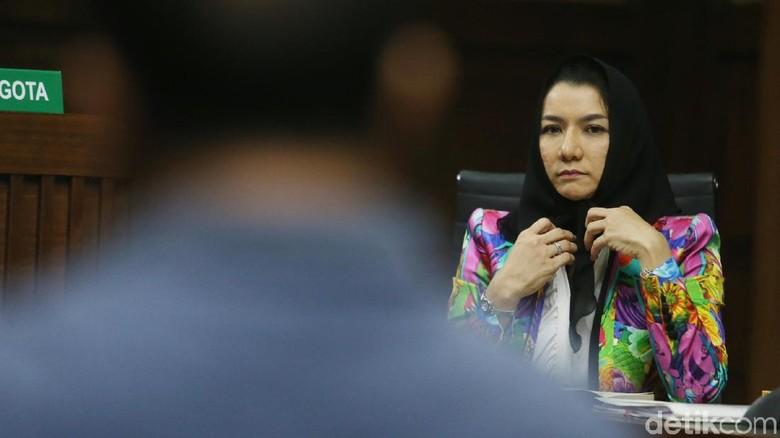 Saksi Sebut Duit Rp 6,7 M di Ransel untuk Bupati Rita