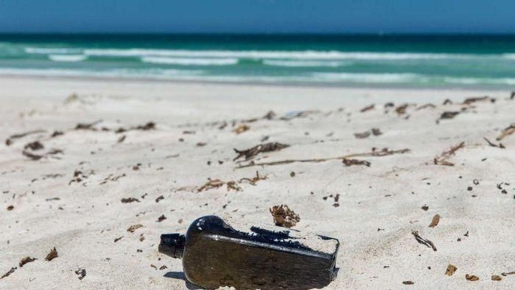 Pesan Dalam Botol Tertua di Dunia Ditemukan di Pantai Australia Barat
