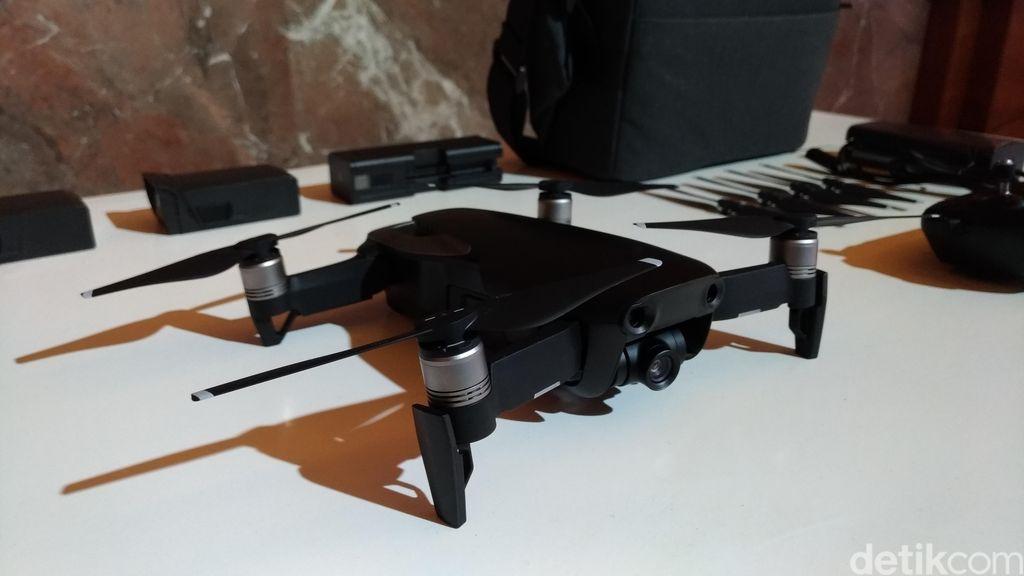 DJI Mavic Air memiliki kemampuan 3 axis gimbal sehingga bisa meredam guncangan. (Foto: detikINET/Moch Prima Fauzi)