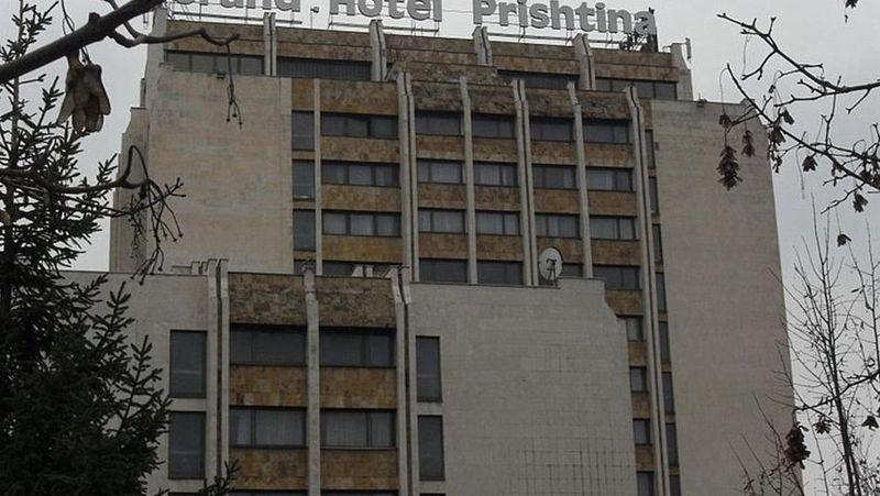 Foto: Kota Pristina di Kosovo, punya sebuah hotel yang dianggap kusam, Grand Hotel. Dulunya hotel ini dikelola oleh Pemerintah Yugoslavia dan berbintang 5. Kini hotel ini masih berfungsi namun dengan sangat buruk dan bangunannya terlihat seram. (dok Grand Hotel)