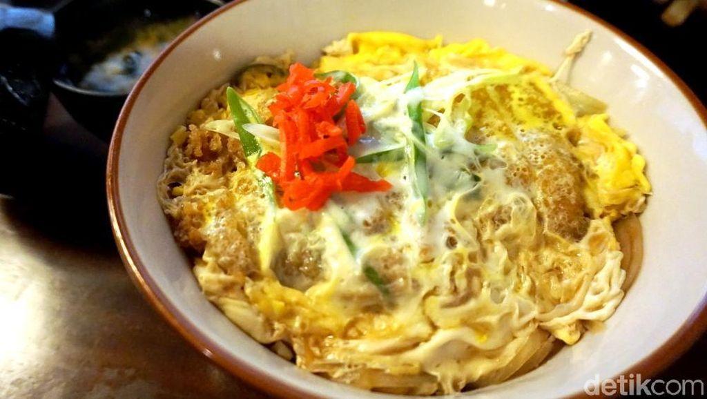 Sakana: Gurih Enak! Chicken Katsu Don Buatan Hotel Bernuansa Jepang di Karawang