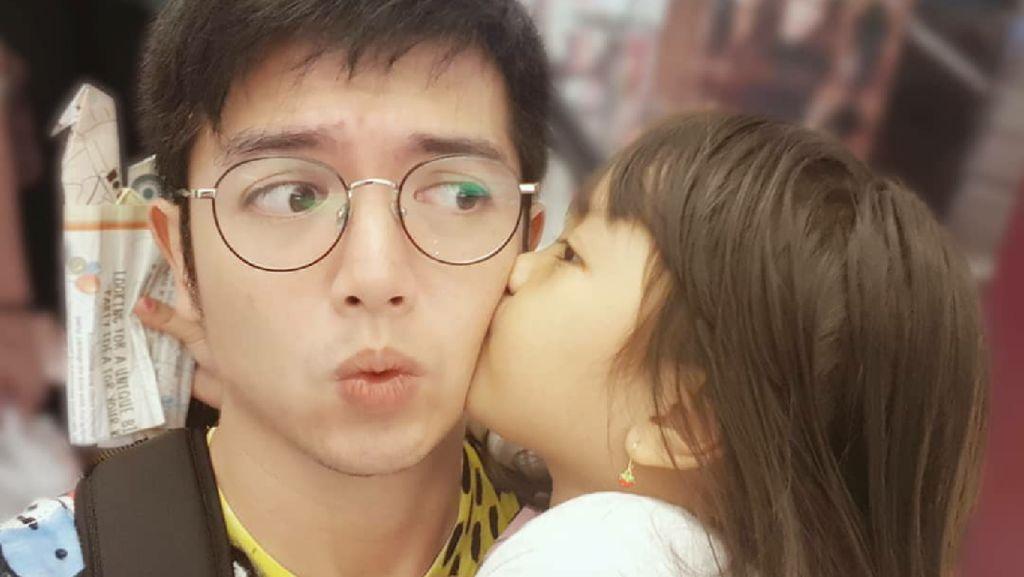 Potret Nicky Tirta dengan Putri Kecilnya yang Kompak Banget