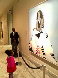 Parker saat melihat lukisan Michelle Obama