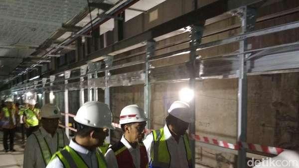 Masuk Terowongan, Jokowi Cek Proyek MRT
