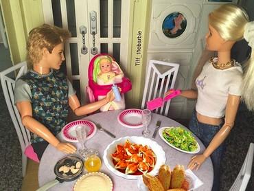 Family time salah satunya bisa dilakukan dengan makan bersama nih. (Foto: Instagram/ @tiff_thebarbie)