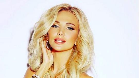 Aura Kasih Bak Barbie, Cinta Laura Makin Seksi hingga Kemeriahan dHOT Music Day