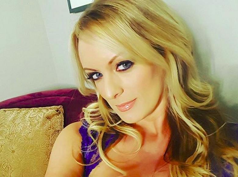 Bintang Porno Eks Selingkuhan Trump Ditangkap di Klub Tari Bugil