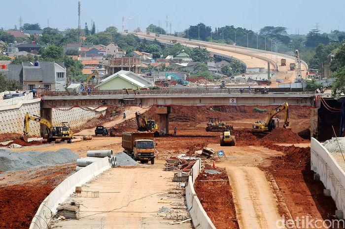 Pembangunan Tol Desari Seksi I terus berlanjut meski sempat tersendat karena girder ambruk.