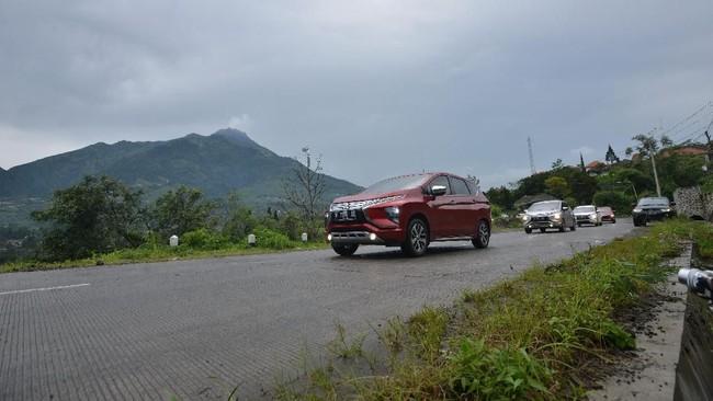 Xpander di kaki gunung Merbabu (Foto: Dok. Mitsubishi)