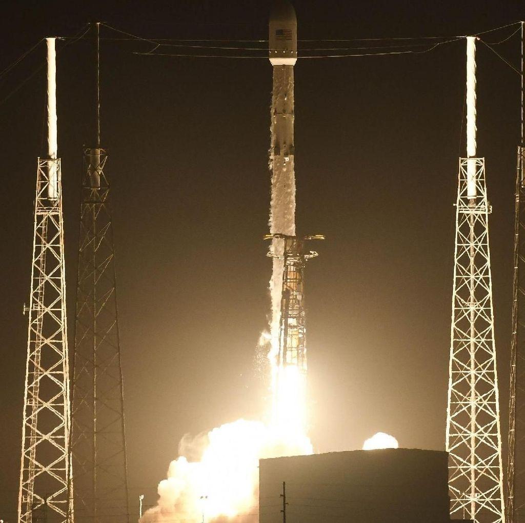 SpaceX Sukses Luncurkan 60 Satelit Starlink