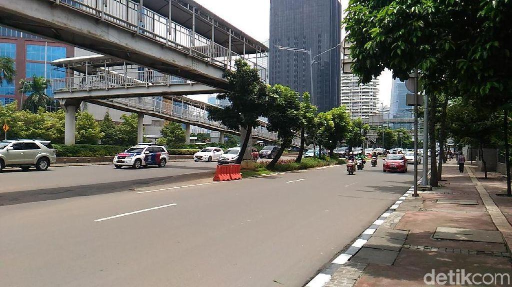 Pegawai Kantoran Sayangkan Pemindahan Pohon di Sudirman-Thamrin