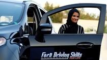 Kegembiraan Perempuan Saudi Belajar Menyetir Pertama Kalinya