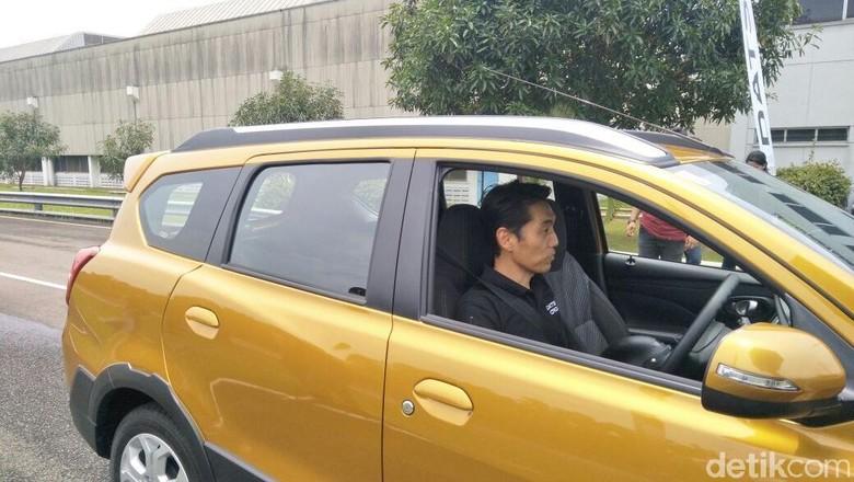 Eiichi Koito mencoba Cross di sirkuit Bridgestone (Foto: Ruly Kurniawan)