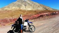 Foto: Wanita Inggris Solo Touring Motor di Iran