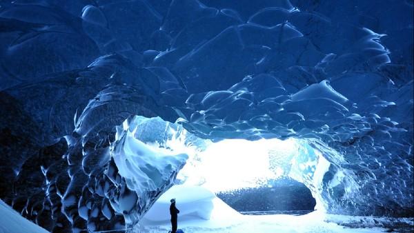 Vatnajokull merupakan gletser terbesar Eropa dengan luas lebih dari 8.100 km persegi. Sejak tahun 2008, Vatnajokull akhinya dijadikan Taman Nasional Vatnajokull. (Tripadvisor)